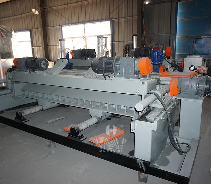 8FT CNC Spindleless Veneer Peeling Machine (2).jpg
