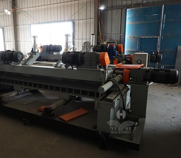 8FT CNC Spindleless Veneer Peeling Machine (3).jpg